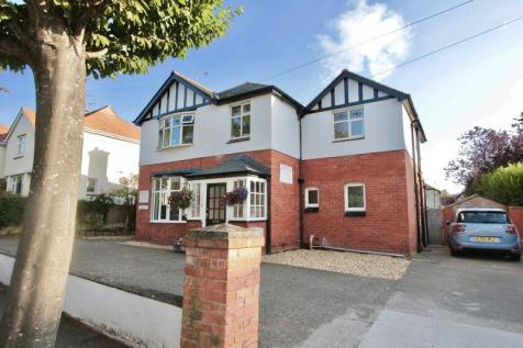 Plas Uchaf Avenue, Prestatyn, LL19 9NR, North Wales - Detached / 5 bedroom detached house for sale / £299,950