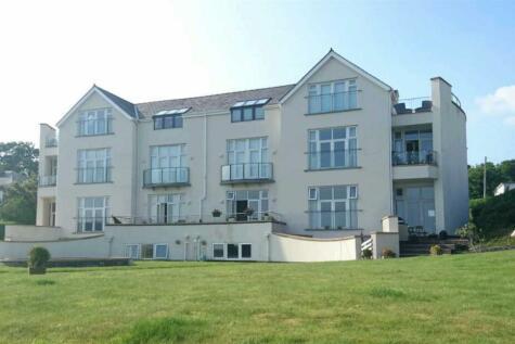 Caernarfon Road, Pwllheli, LL53 5LG, North Wales - Flat / 3 bedroom flat for sale / £215,000