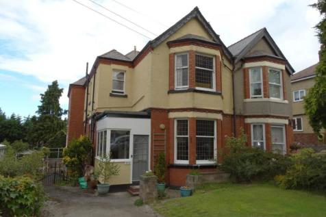 204 Conway Road, Colwyn Bay, LL29 7LU, North Wales - Semi-Detached / 5 bedroom semi-detached house for sale / £210,000