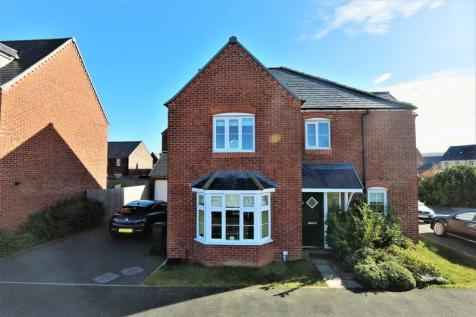 Stryd Y Barcud, Ruthin, LL15 1QD, North Wales - Detached / 4 bedroom detached house for sale / £230,000
