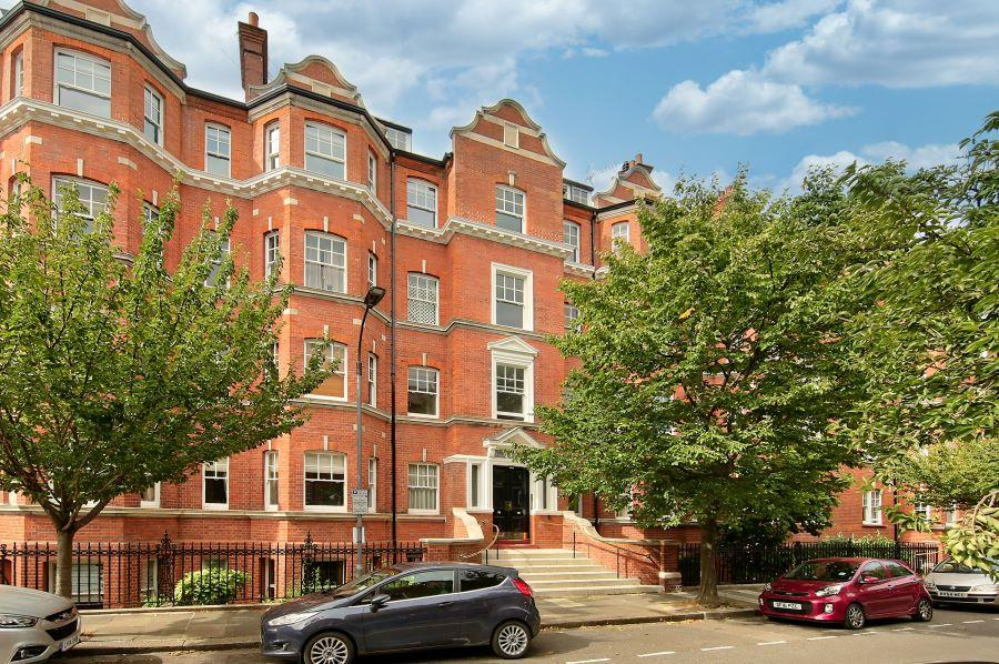 4 bedroom flat for rent in Charleville Road, London, W14