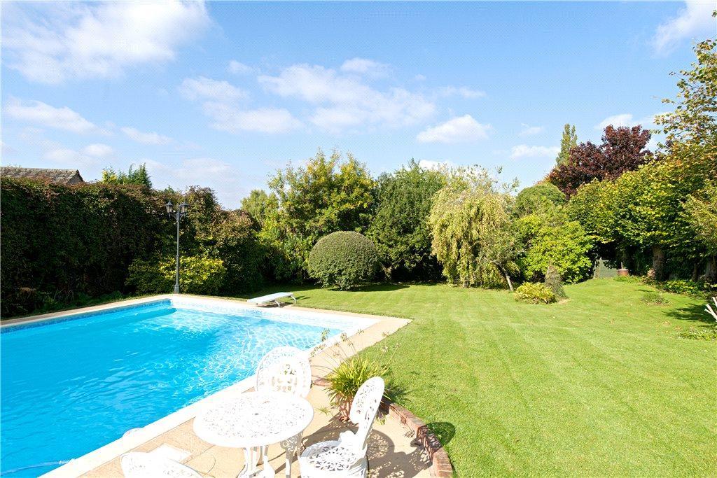 3 bedroom bungalow for sale in ellesborough road butlers - Princess risborough swimming pool ...