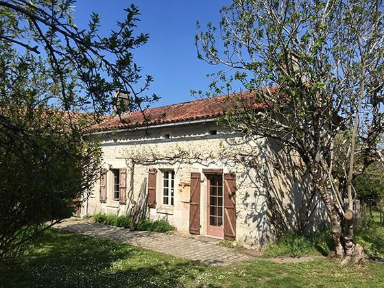 Montmoreau-Saint-Cybard Stone House