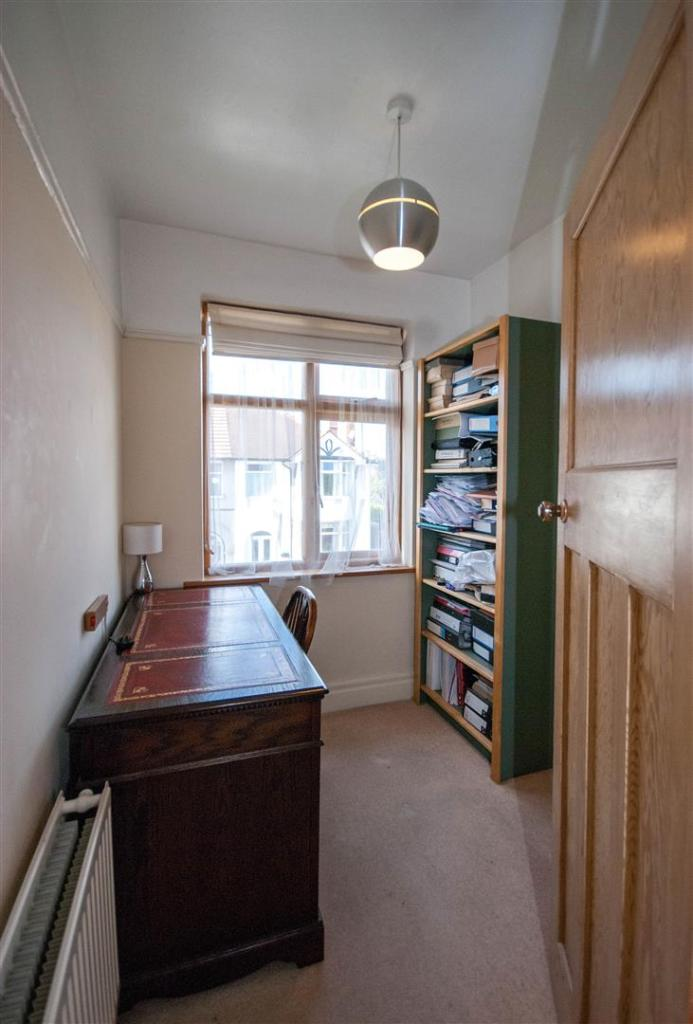 3 Bedroom Semi Detached House To Rent Rose Gardens: 3 Bedroom Semi-detached House For Sale In Laurel Grove