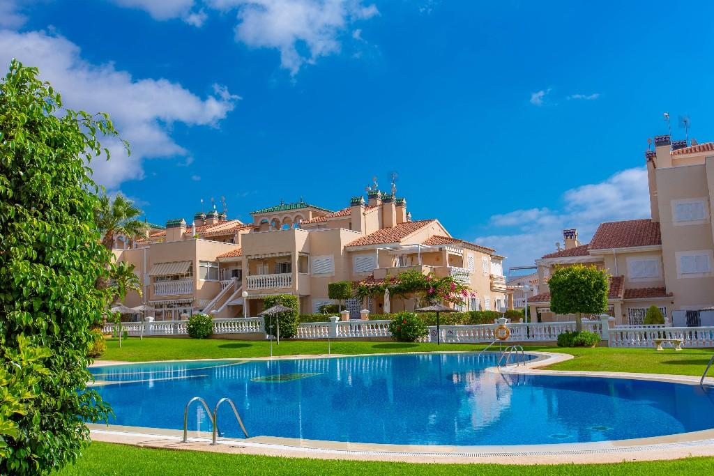 Ground Flat for sale in Playa Flamenca, Alicante...