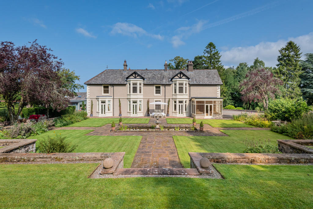 10 bedroom country house for sale in The Burrells