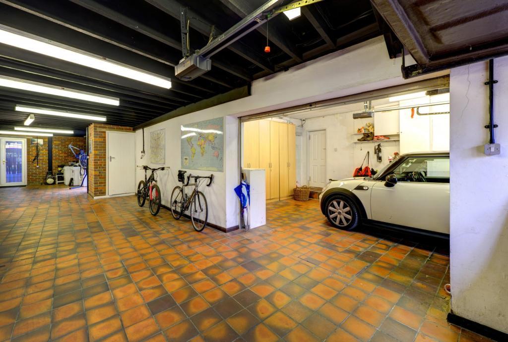 Drive,Parking,Garage