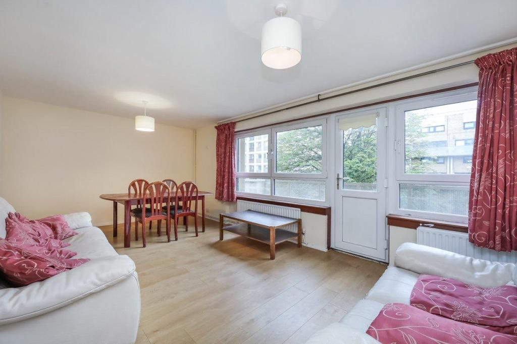 4 bedroom flat for rent in Therfield Court, Brownswood ...