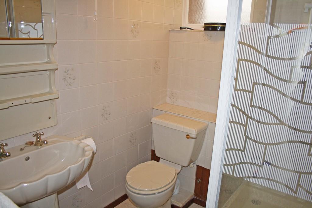 3 Bedroom Link Detached House For Sale In Kensington Close