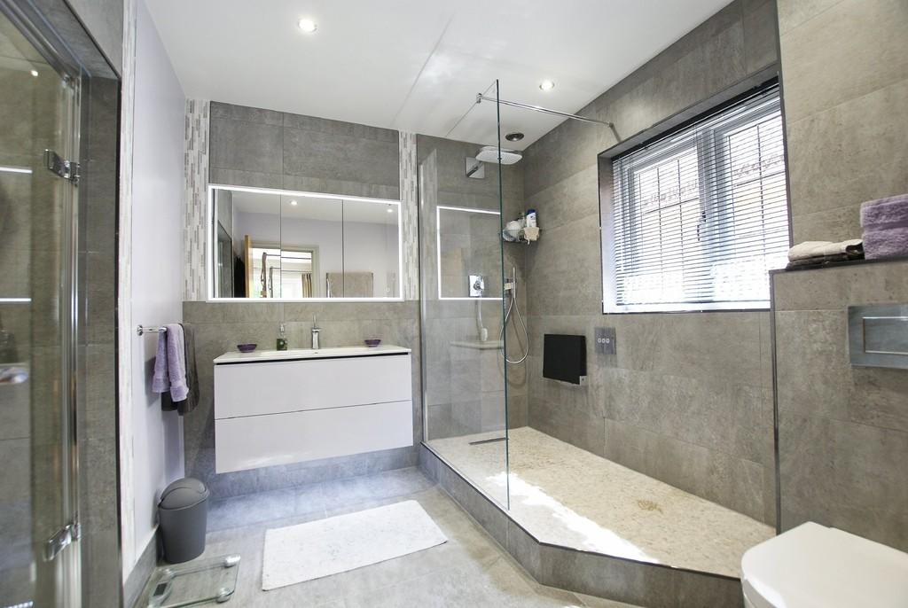 Millgate Homes,Porcelanosa,HansGrohe,Duravit,Bathroom