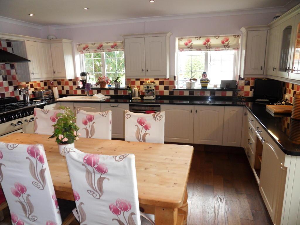 Tiles Kitchen Design Ideas Photos Amp Inspiration Rightmove Home Ideas