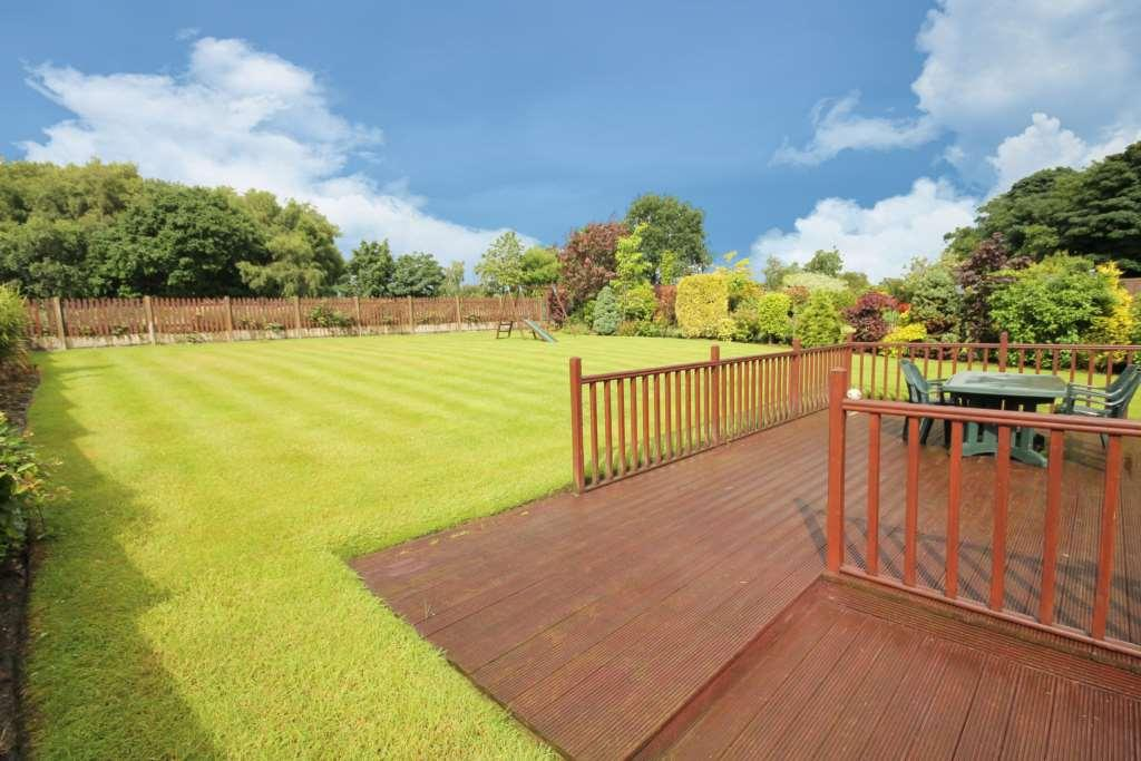 4 Bedroom Detached House For Sale In Rungers Field Over