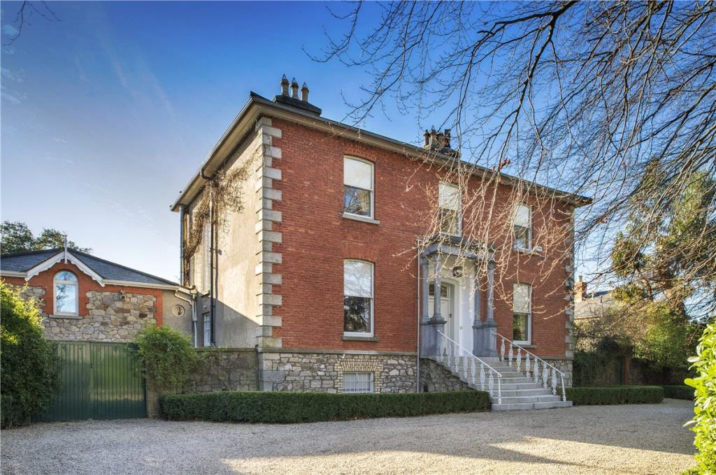 6 bed Detached home for sale in High Cross...