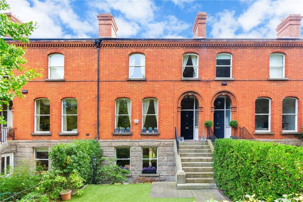 61 Dartmouth Square Terraced house for sale