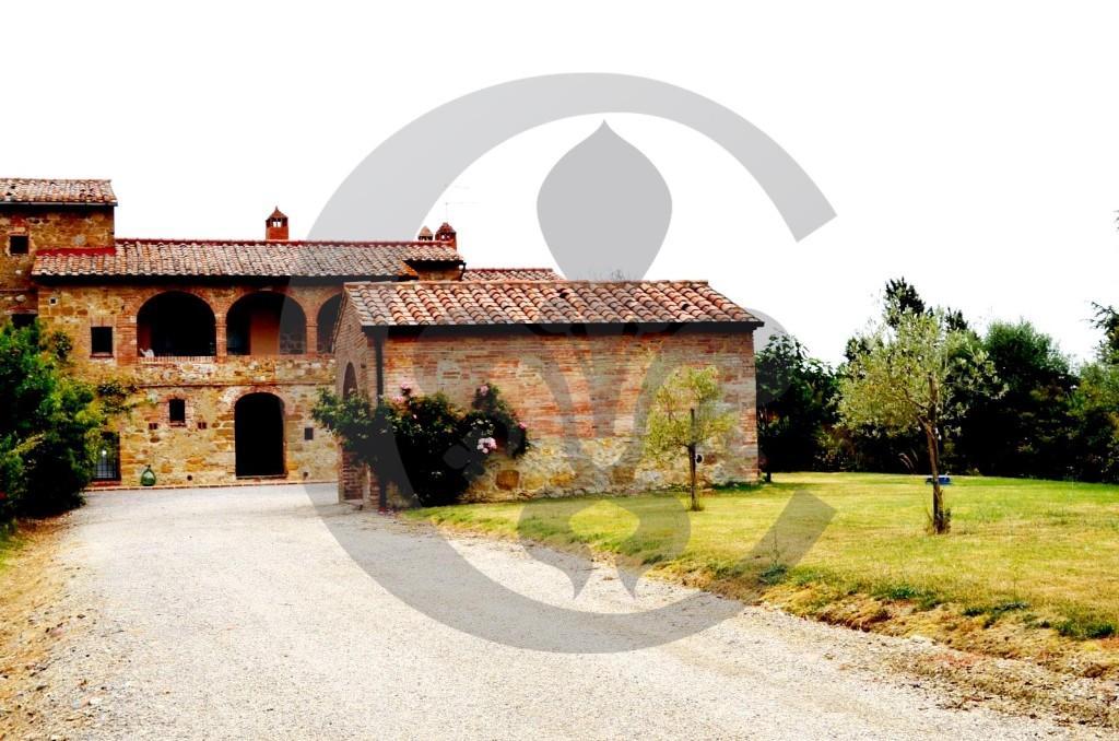 4 bedroom semi detached home in Torrita di Siena, Siena...