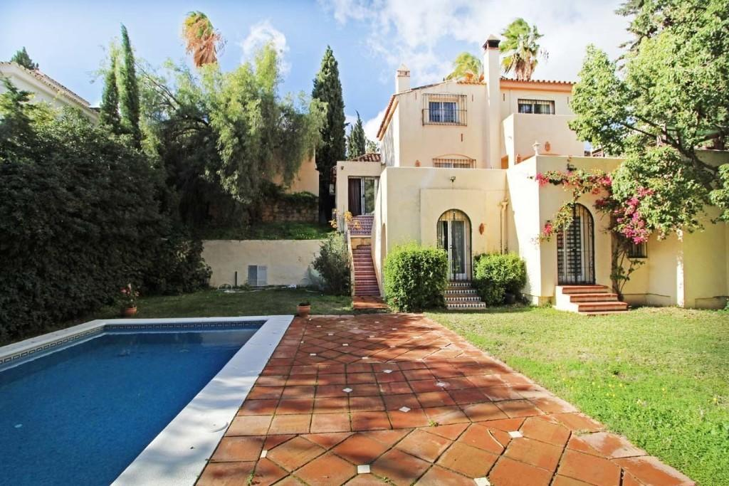 5 bed Detached Villa in Nueva Andalucia, Málaga...