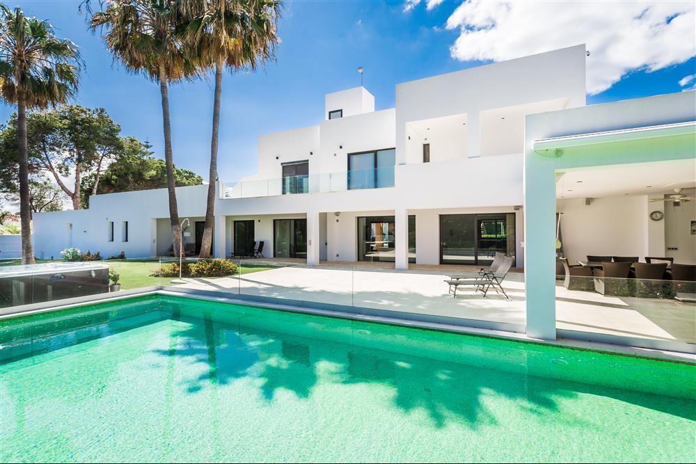 6 bedroom Detached Villa for sale in Marbella, Málaga...