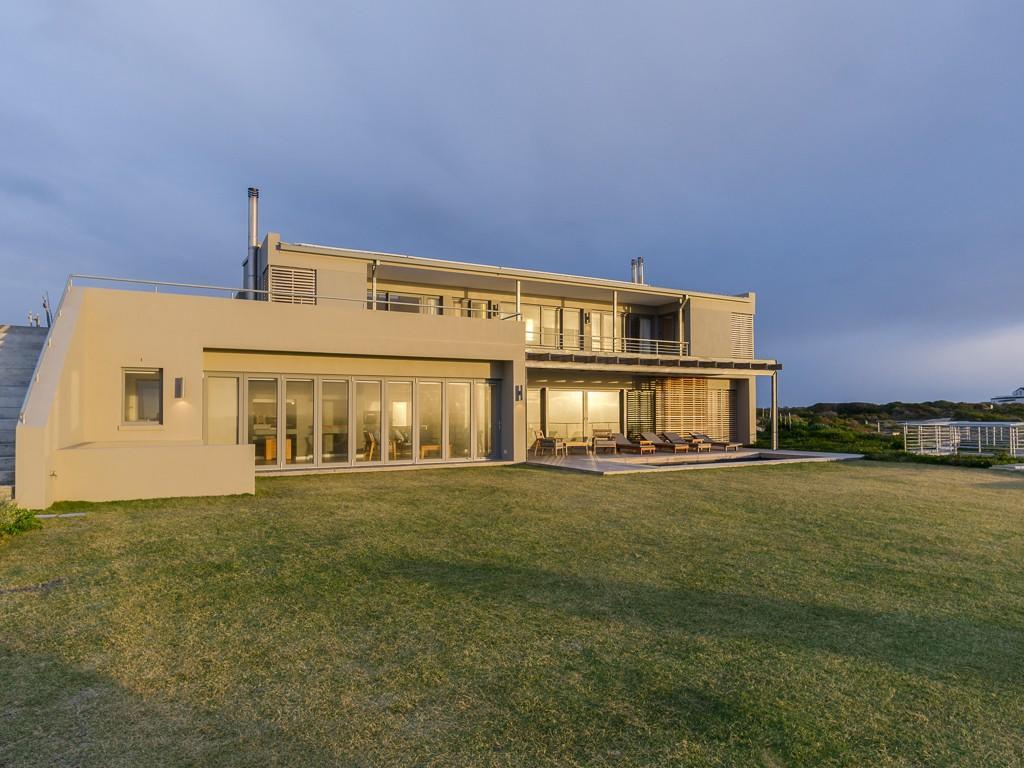6 bedroom Villa in Gansbaai, Western Cape