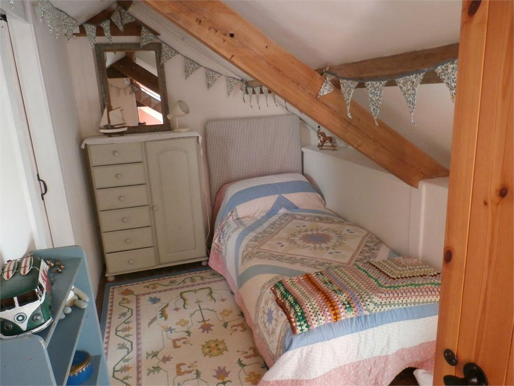 bedroom in small space 6 bedroom detached house for in gilfach gynyddion 14330