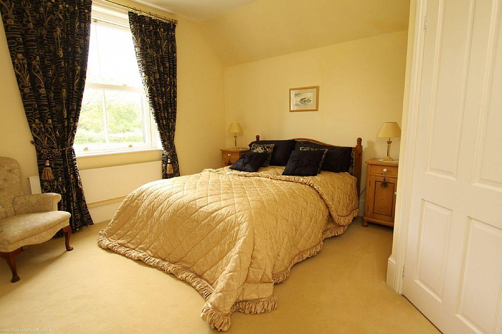 Beige gold bedroom design ideas photos inspiration - Beige and white bedroom curtains ...