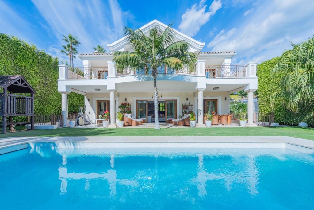 Villa in The Golden Mile...