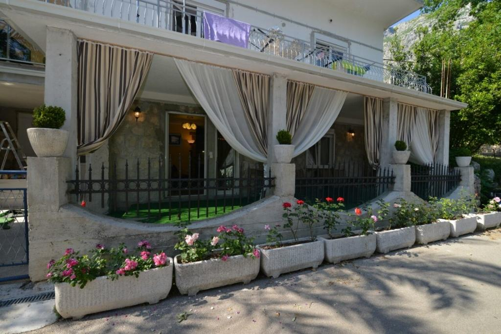 5 bed Detached home for sale in Kotor