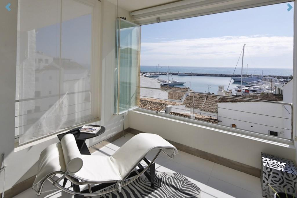 Penthouse for sale in Puerto Banus, Málaga...