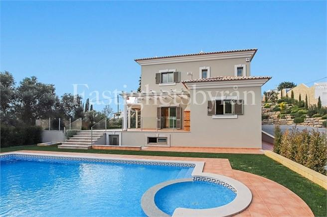 Villa for sale in Algarve, Boliqueime