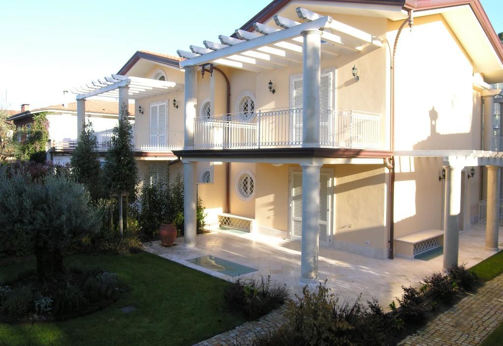Semi-detached Villa for sale in Forte Dei Marmi, Lucca...