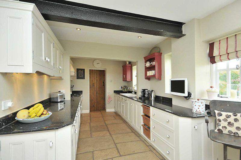 cream galley kitchens click to see a larger image 210