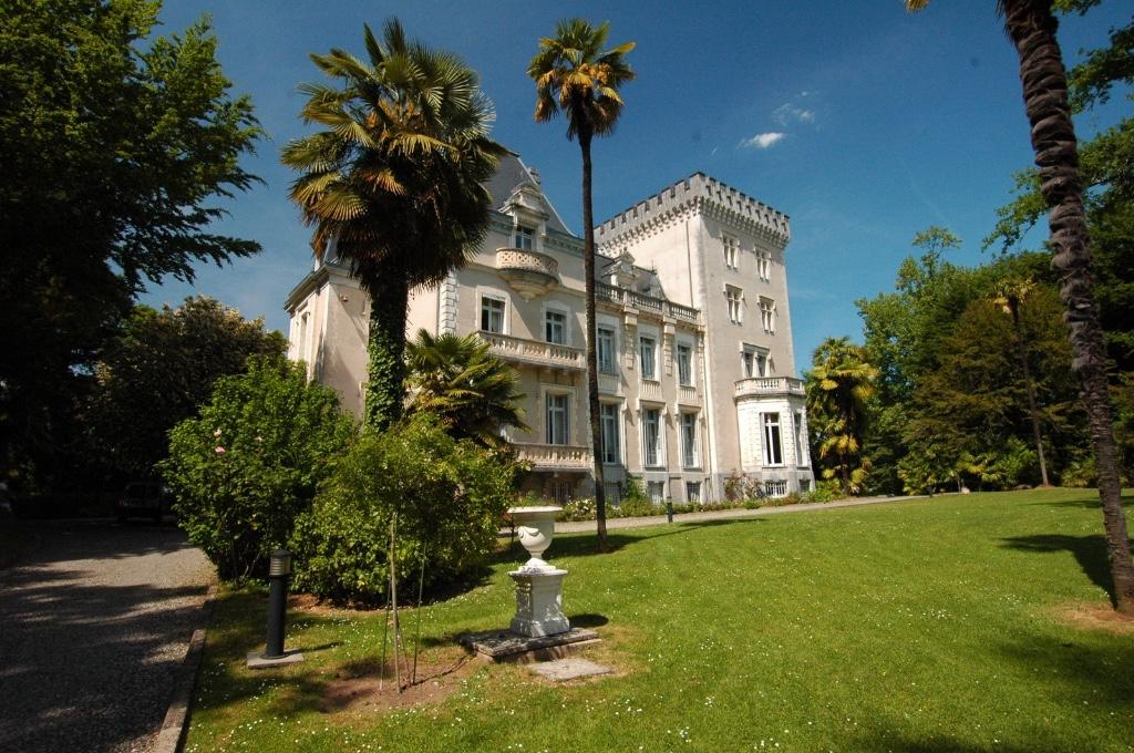 9 bed home in Pau...