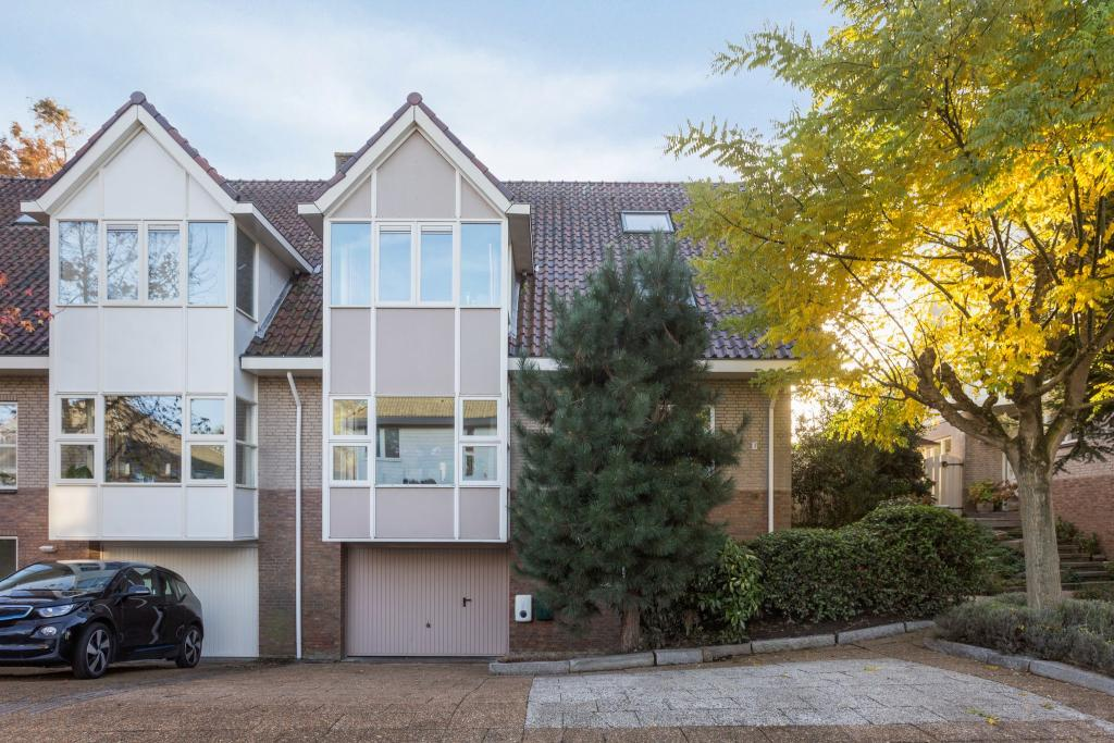6 bedroom Villa for sale in Zuid-Holland, Oegstgeest