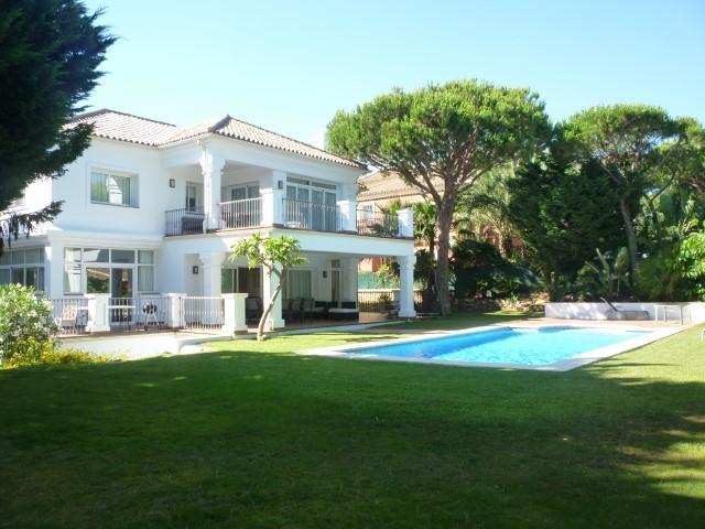 8 bedroom house in Elviria (Marbella)...