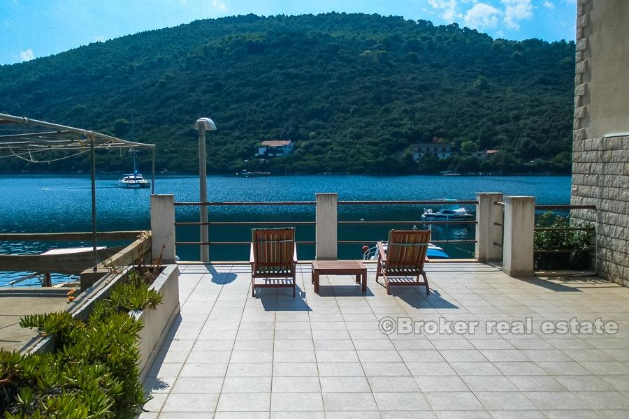 Detached house in Lastovo...