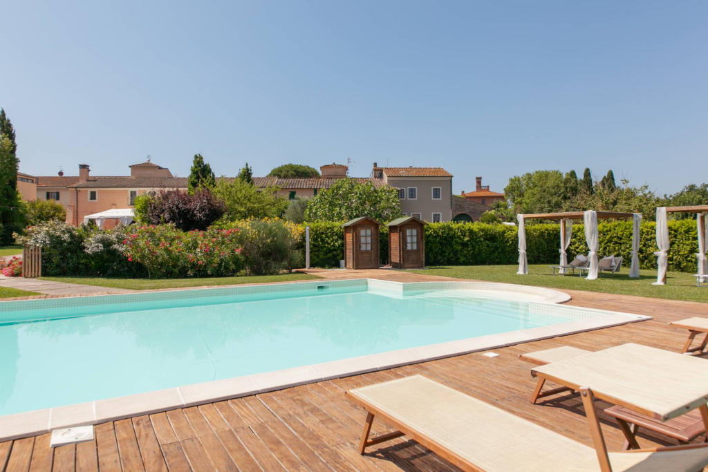 20 bedroom hotel for sale in Tuscany, Pisa, Ponsacco, Italy