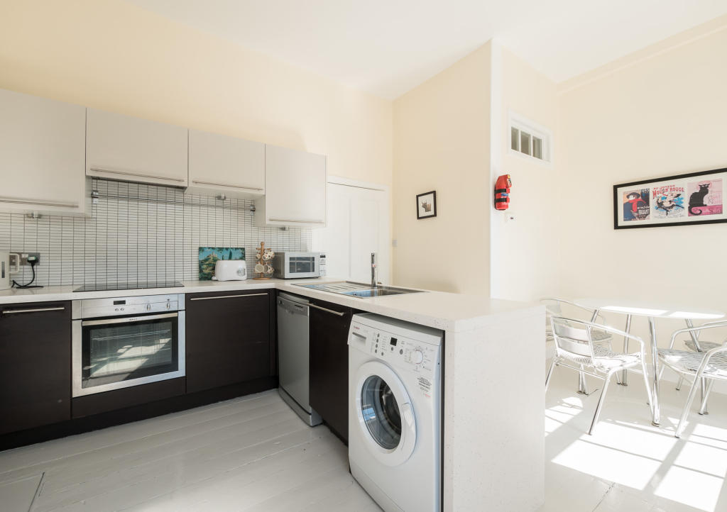 2 bedroom apartment for rent in Clarence Street, Edinburgh EH3