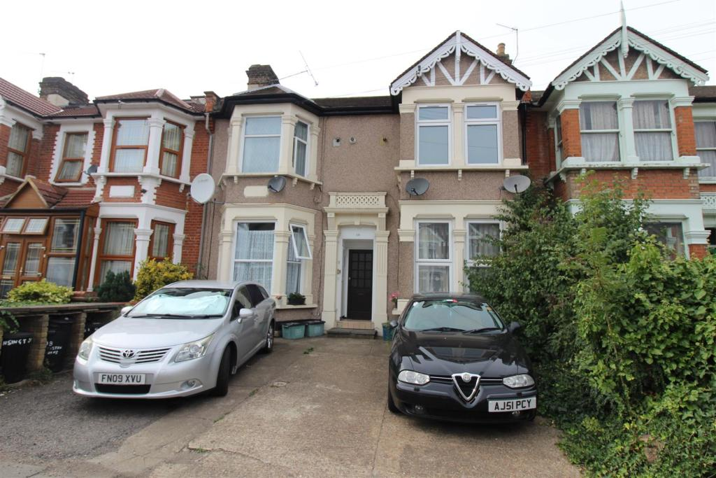 1 bedroom flat for rent in Kensington Gardens, Ilford, IG1