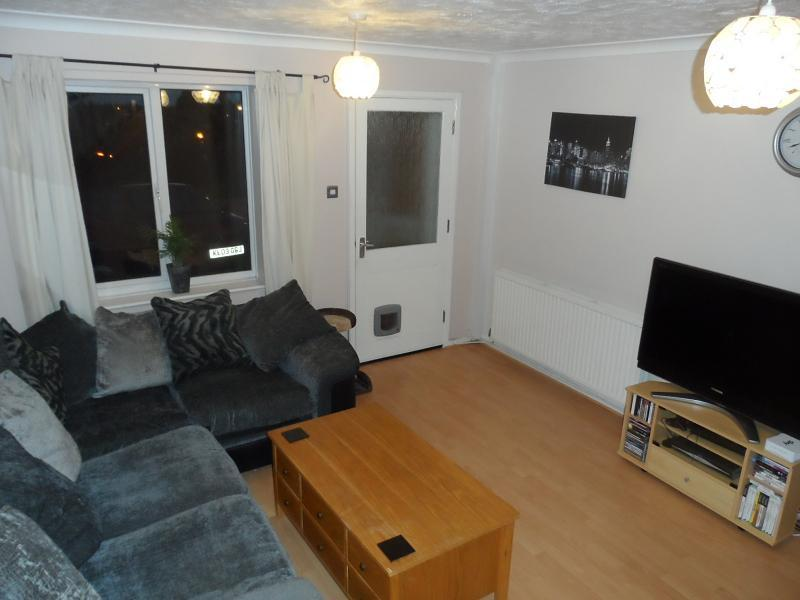pictures of a living room 2 bedroom house to rent in acre st leonards on 21311