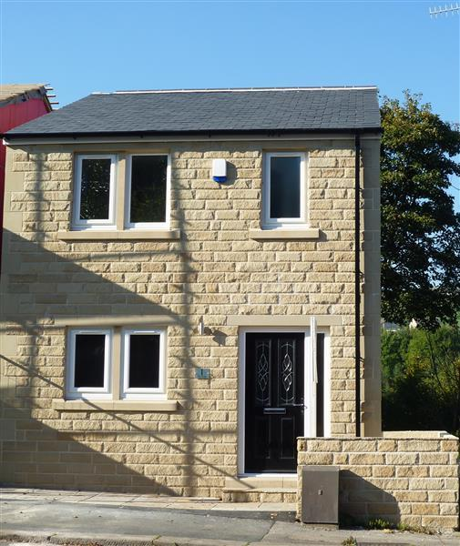 3 Bedroom Detached House For Sale In The Forge, Manchester