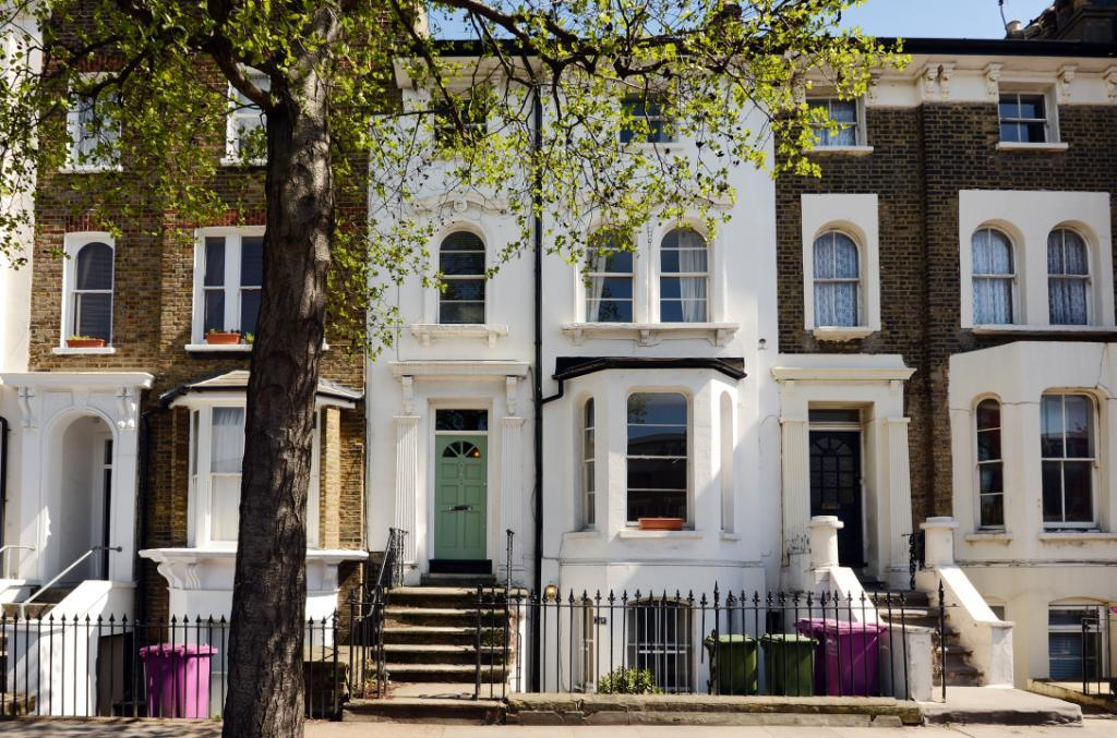 Bedroom flat for sale in Grove Road, Bow, London, E3, E3