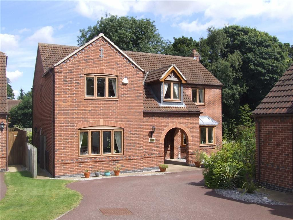 4 Bedroom Detached House For Sale In The Spinney