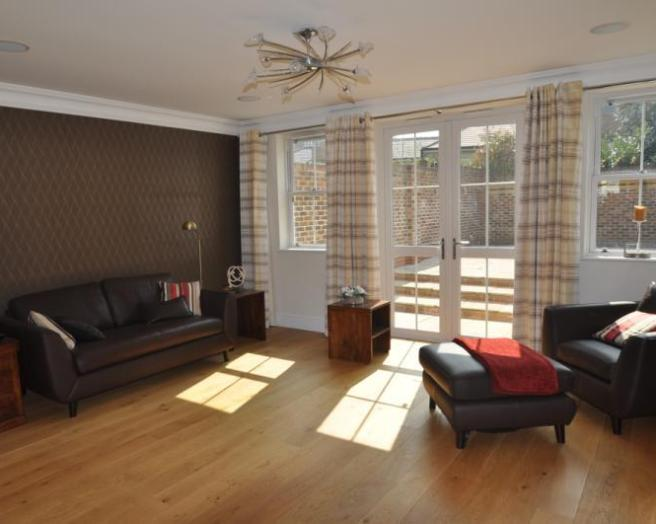 Wallpaper living room design ideas photos inspiration - Feature wall living room ...