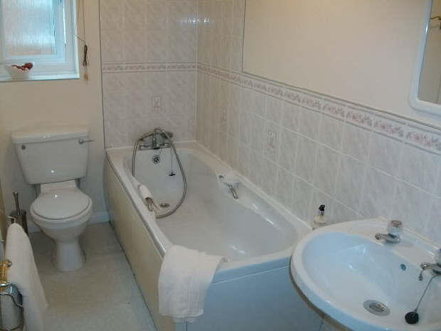 part tiled bathrooms 2 bedroom semi detached house for in saxon 13920