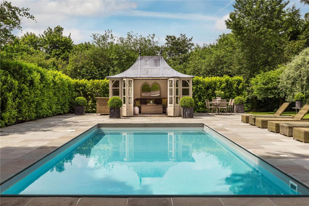 5 bedroom detached house for sale in pains hill oxted - Oxted swimming pool opening hours ...