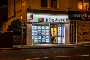 Fox & Sons, Hovebranch details
