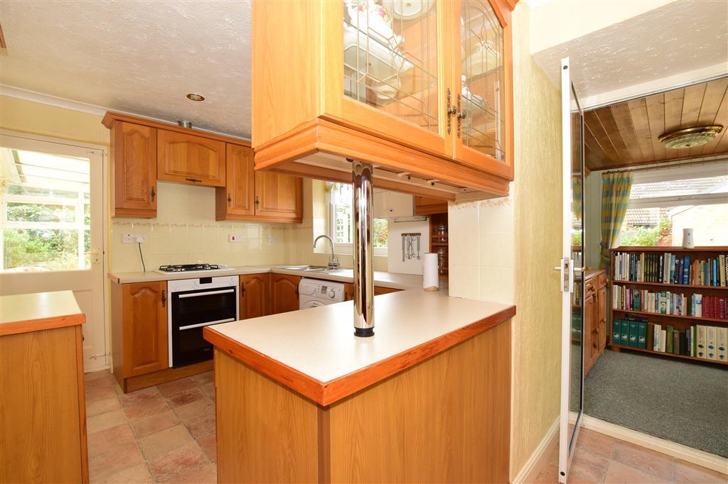 2 Bedroom Bungalow For Sale In Mitchem Close West Kingsdown Sevenoaks Kent Tn15