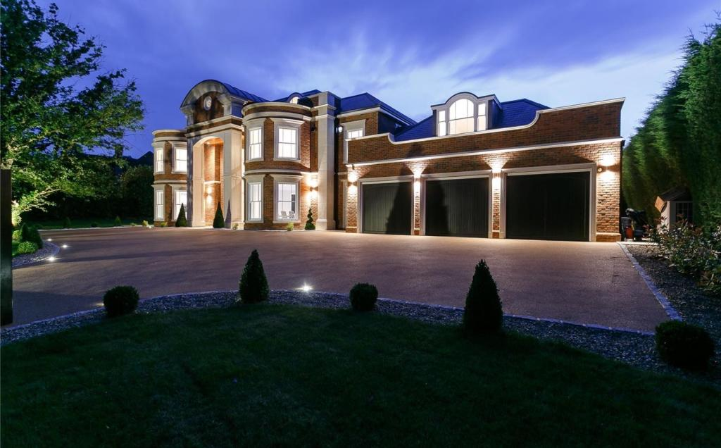 7 bedroom detached house for sale in Torland Drive ...