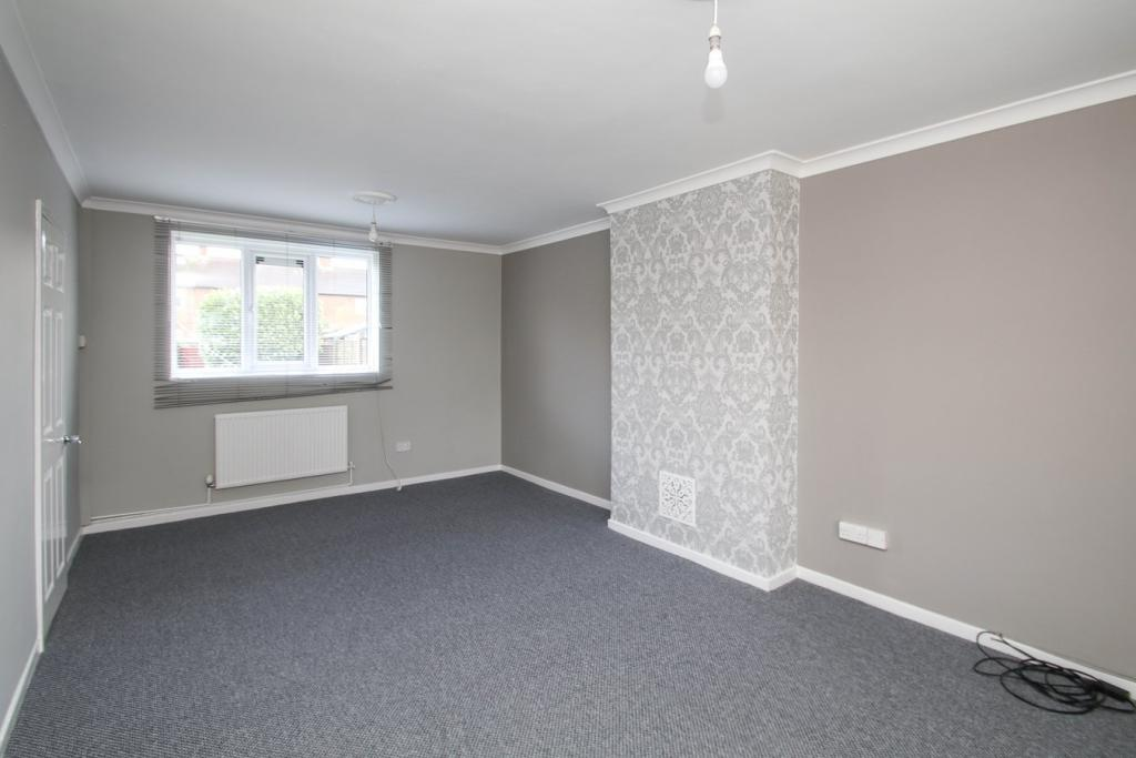 3 bedroom terraced house for rent in Long Walk, Partington ...