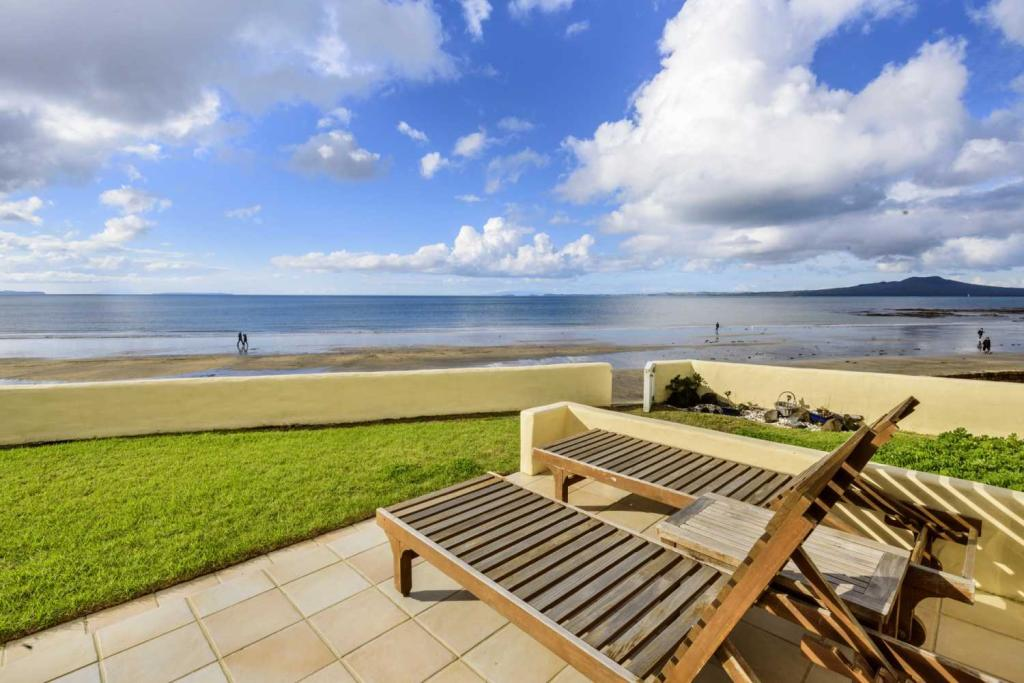 4 bed property in Milford, North Shore...