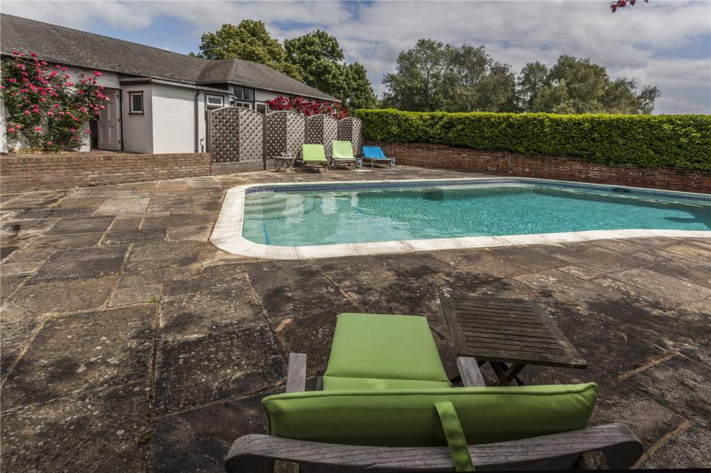 5 bedroom detached house for sale in briggens park road - Swimming pools in bishops stortford ...